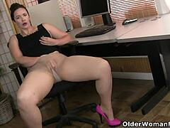 American curvaceous woman mommy scarlett has phone shag in office